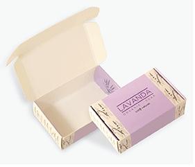 Packaging Premium Plantilla: Estándar Soporte: Invercote 350 grs. Acabado: Estampado rojo 2D, plastificado mate 25µ, 1 cara