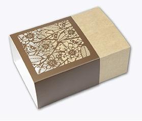 Packaging Premium Plantilla: Faja Soporte: Incada Exel 280 gr. Acabado: Troquel láser HD, plastificado mate 25µ 1 cara