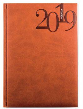 L-4 Agenda Dia Página Cubierta en PU termo sensible tamaño 15 x 21 cm Interior 336 páginas papel crema de 60 grs. Cinta de Registro. 5 Lenguas Internacionales E-GB-F-I-PT 3 Lenguas Autonómicas: C-V-G